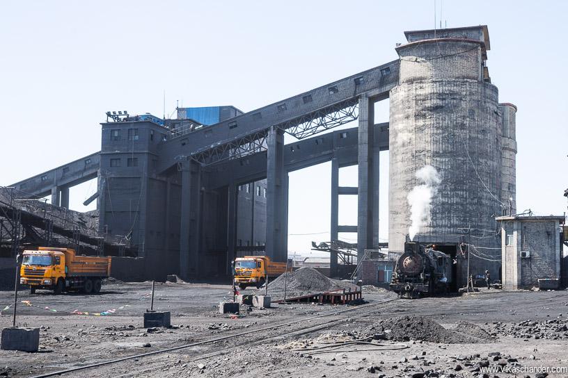 sandaoling blog 17 - coal is also hauled by trucks