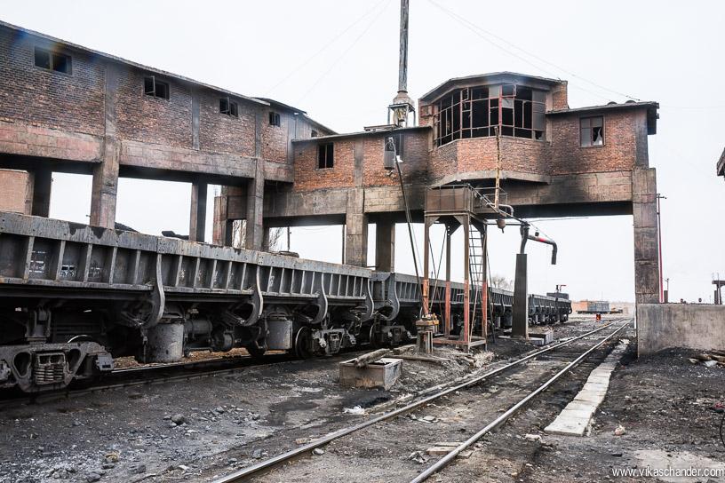 sandaoling blog 34 - this coal loader at DongBoliZhan is no longer functional