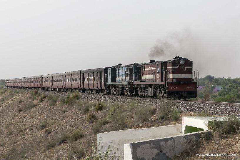 Shekhawati Express blog - ... to haul back train 02094 whose loco had broken down
