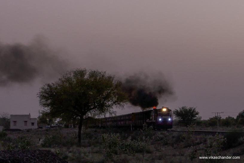 Shekhawati Express blog - A fiery YDM4 hauls its load towards Churu